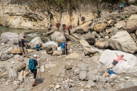 Coaching-Reise-Nepal-Fluss-vor-Jhinu-Danda-Daniel-Hartig_wk-3