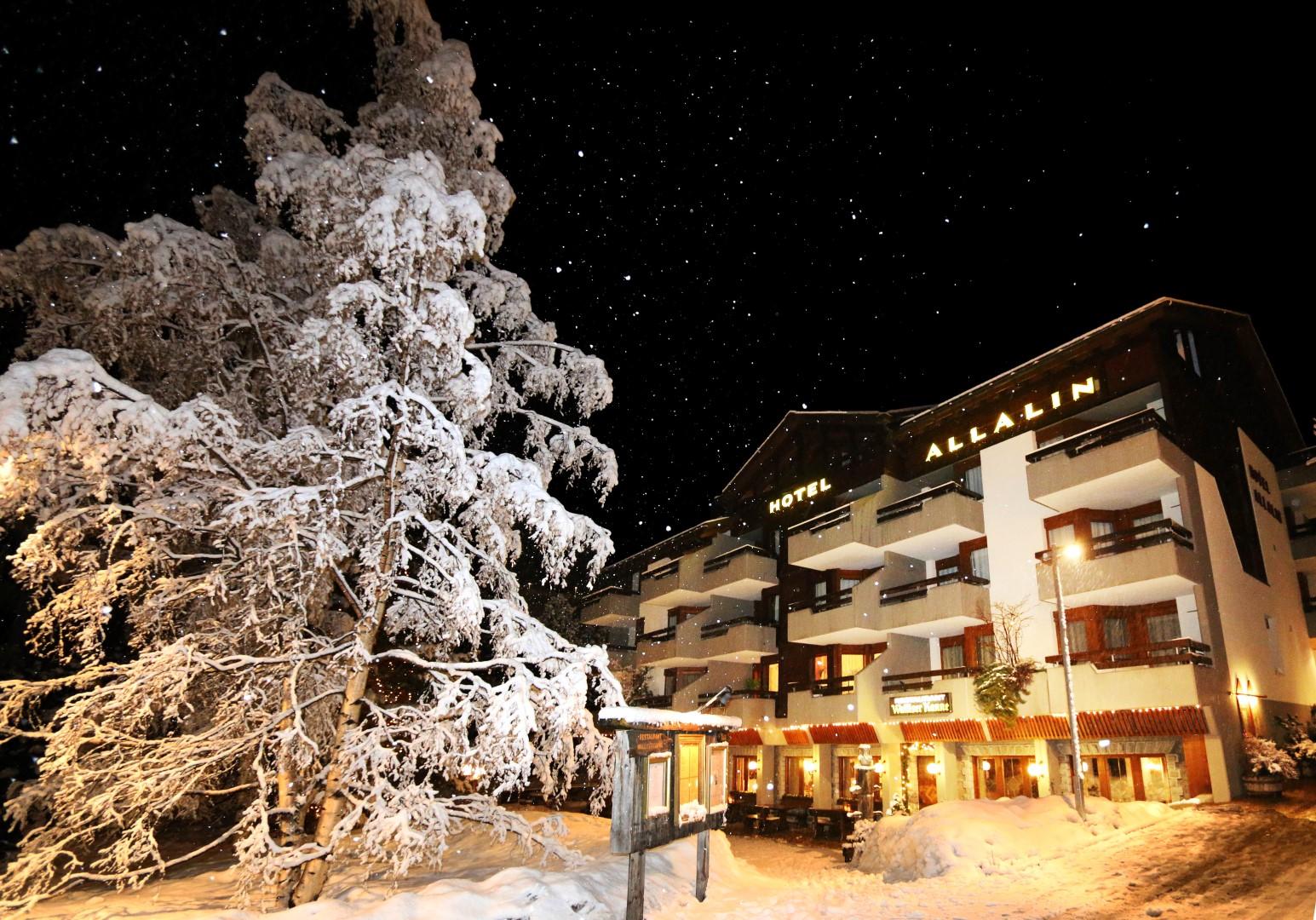 Hotel Allalin Nachts