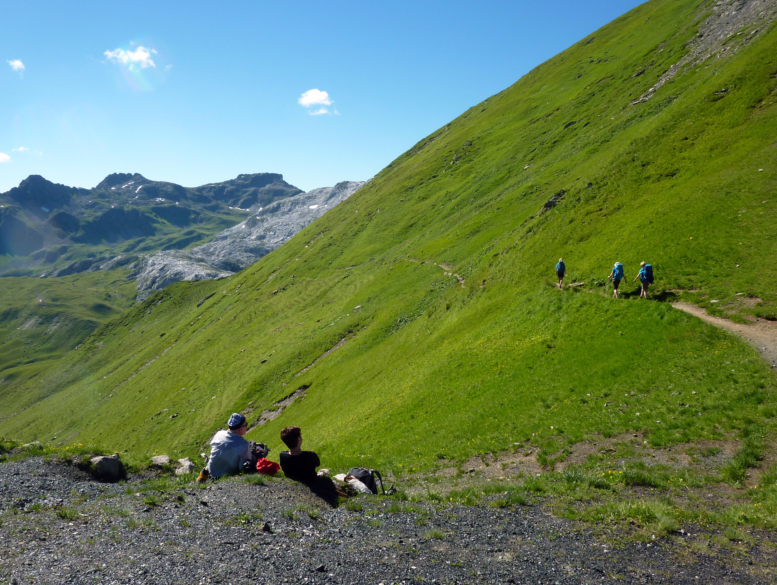 Coaching mitten auf einer Grünfläche