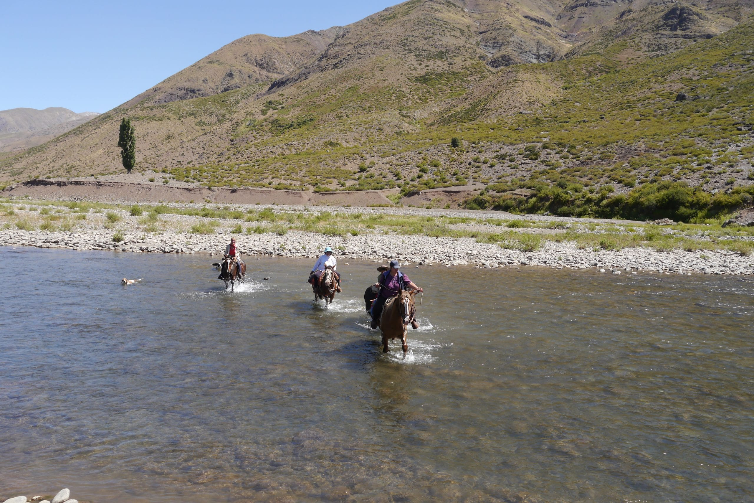 Flussüberquerung mit Genuss in der Gruppe